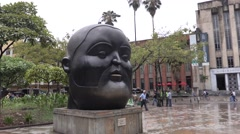 The head statue in Plaza Botero, Medellin Stock Footage