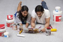 Couple looking at a paint brochure Kuvituskuvat