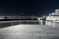 Empty floor with suspension over water in san francisco at night Kuvituskuvat