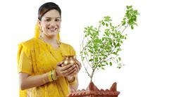 Gujarati woman performing a ritual Stock Photos