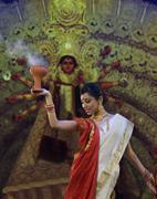 Bengali woman doing a Dhunuchi dance Stock Photos