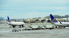 United Airlines Boeing airplane at the San Francisco International Airport Stock Footage