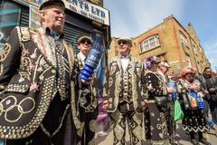LONDON - ENGLAND 1ST MAY 2016 - Traditional pearly Kings and Queens in full c Stock Photos