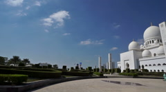 Panning view of the Grand Mosque and the visitors in Abu Dhabi, UAE Stock Footage