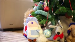 Knitted toys Father Frost, Snow Maiden and animals under christmas tree Stock Footage