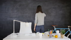 4K Woman drawing light bulb on blackboard, education or creative office concept Stock Footage