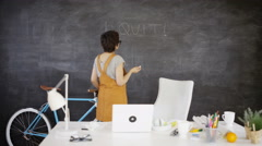 4K Fed up businesswoman in creative office writes 'I quit' on blackboard Stock Footage