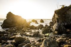 Ocean waves on rocky beach Kuvituskuvat