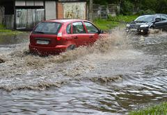 Car rides in heavy rain on a flooded road Kuvituskuvat