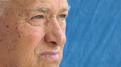 Pensive old man side portrait: retired thoughtful old man Stock Footage