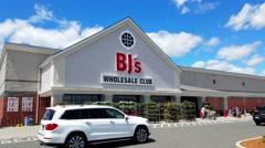 4K BJs wholesale club retailer storefront Stock Footage