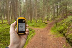 Finding the right position in the forest via gps Kuvituskuvat
