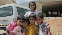 Syrian war refugee siblings standing next to each other Arkistovideo