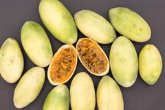 Banana passionfruit (lat. Passiflora tripartita), tumbo, curuba,  taxo Stock Photos