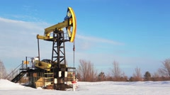 Oil rig pump jack Stock Footage
