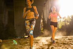 Joggers running under arch bridge, Arroyo Seco Park, Pasadena, California, USA Stock Photos