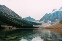Moraine Lake beneath snow capped mountain range, Banff National Park, Alberta Stock Photos