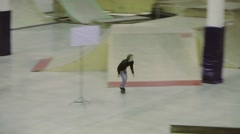 Roller skater jump, grab foot in air. Slip on fence. Cameraman. Competition in Stock Footage