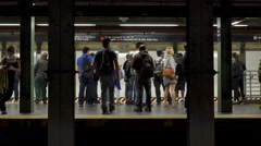 Passengers enter and exit subway train in station of New York City 4k Arkistovideo