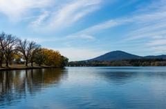 Lake Burley Griffin with Bowen park in autumn. Canberra, Austral Stock Photos