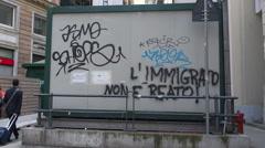 Pro-refugee Italian graffiti : l' immigrato non e reato Stock Footage