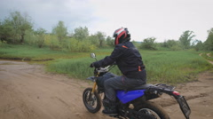 A skilled motorcyclist overcomes the water obstacle Stock Footage