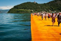 Floating Piers walkway edge horizontal Kuvituskuvat
