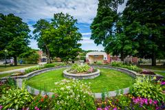 Gardens in downtown Dover, New Hampshire. Kuvituskuvat