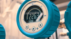Electronic manometer measures the pressure in the equipment circuit Stock Footage