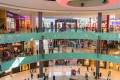 People shopping on Dubai Mall store center Kuvituskuvat