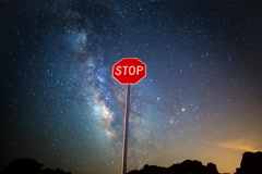 5K Astro Time Lapse of Milky Way over Stop Sign in Nevada Desert  Arkistovideo
