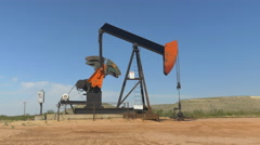 Industrial jack pump platform pumping crude oil in Texas desert Stock Footage