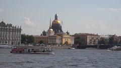 Boat traffic on the Neva River near to the Hermitage and the Palace Bridge Stock Footage