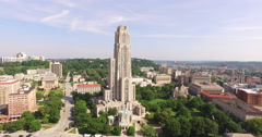 4K Aerial of the Cathedral of Learning in Pittsburgh, quarter rotation Stock Footage