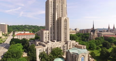 4K Aerial of the Cathedral of Learning in Pittsburgh, rising up Stock Footage