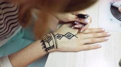 Henna tattoo on women hands Stock Footage