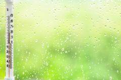 Rain drops on window glass and thermometer Kuvituskuvat