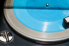 Blue flexi disc in old record player Kuvituskuvat