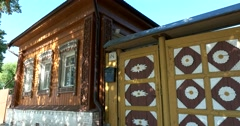 beautiful house with carved platbands on the Windows and gates. Suzdal - stock footage
