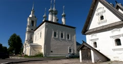 Simeon Church and Posad house in Suzdal Stock Footage
