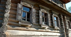 Window with carved architraves to the Museum of wooden architecture. Suzdal - stock footage