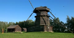 Birds on the old windmill in the Museum of wooden architecture in Suzdal Stock Footage