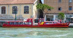 City sightseeing boat in Venice - VENICE, ITALY - JUNE 30, 2016 Stock Photos