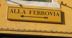 Street sign to the railway station in Venice Stock Photos