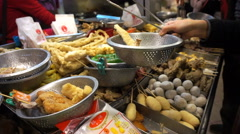 Taiwanese fried chicken shop. Crowd for Taiwan famous food Stock Footage