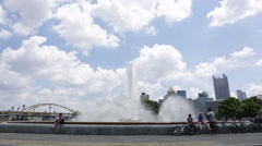Point State Park Fountain and Pittsburgh's skyline Stock Footage