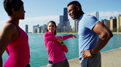 Multi Ethnic male and females by Chicago city and stretching for wellbeing Stock Footage