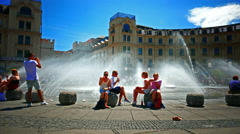Girls Lady women having lunch sitting at water fountain in hot summer time Stock Footage