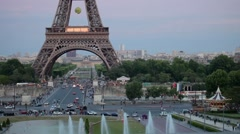 FRANCE, PARIS: Fountain in Trocadero and Eiffel Tower in evening, time-lapse Stock Footage