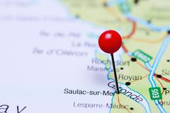 Saulac-sur-Mer pinned on a map of France Stock Photos